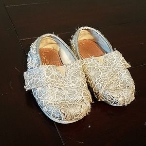 TOMS toddler silver sparkled flowers printed shoes